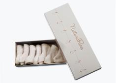 タオル製品等は綿の油分やロウ分により、最初のうちは吸水力が比較的弱いですが、数回お洗濯するうちに吸水力がでてきます。